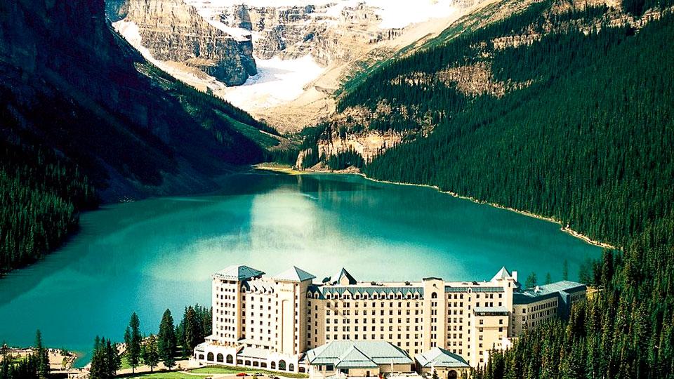 The-Fairmont-Chateau-Lake-Louise-canada